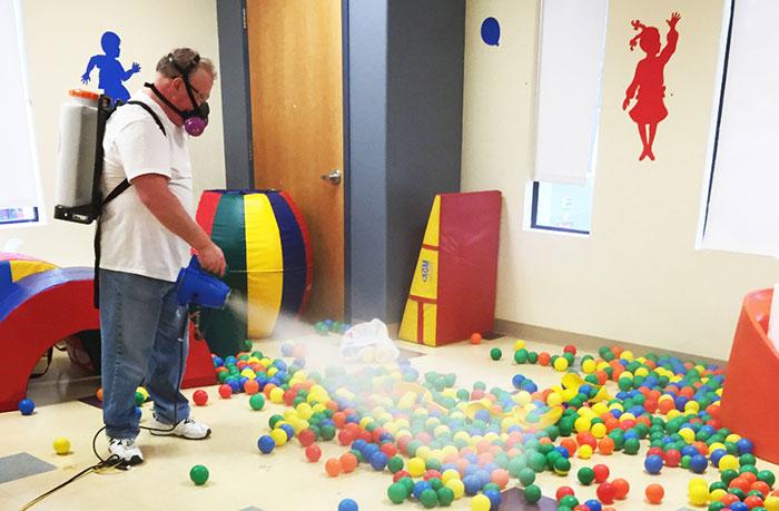 Sử dụng Dr.ECA vệ sinh khử trùng trong nhà trẻ, trường học